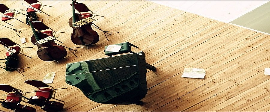 Барьер между оркестром и слушателями